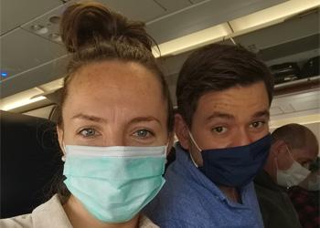Wir haben Masken im Flugzeug auf