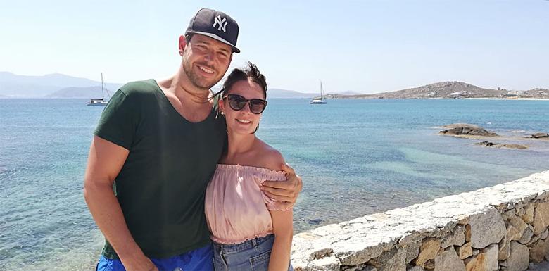 Karo und Alex in Naxos am Strand in der Sonne