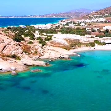 Naxos Orkos Beach aus der Drohnen Sicht. türkisblaues Wasser