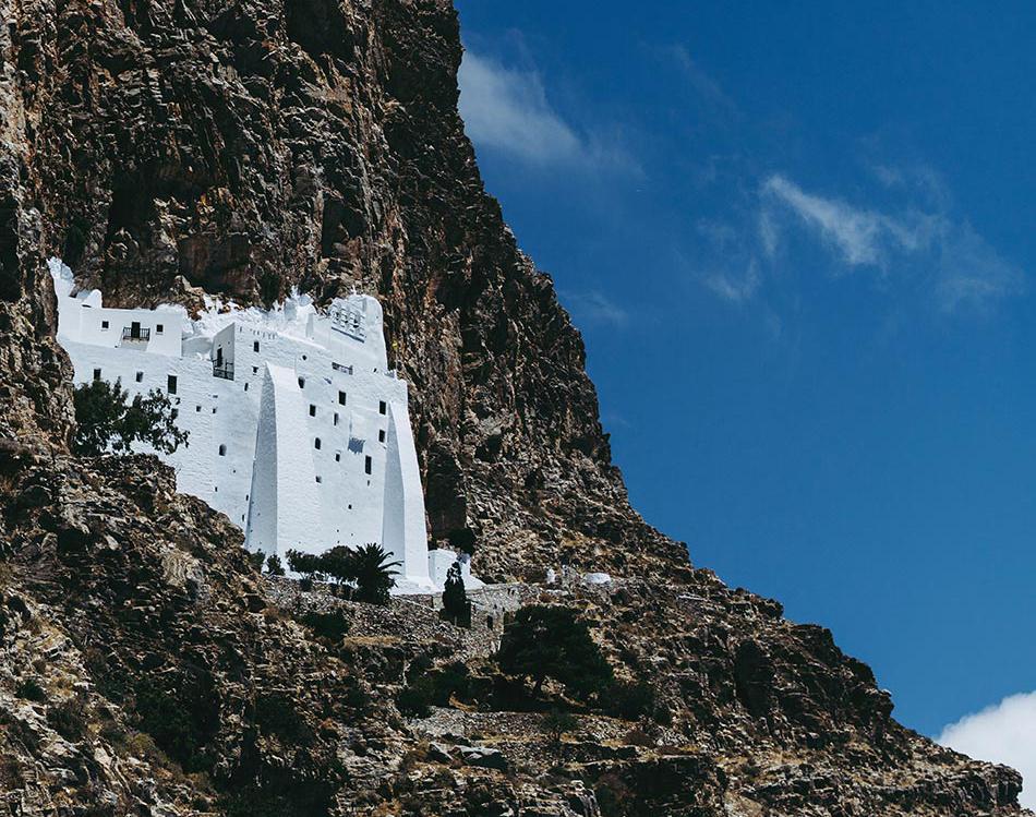 Kloster Panagia Chozoviotissa in der schwarzen Klippe mit seiner Weissen Wand